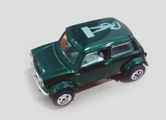 C2317 MINI Cooper Millenium man green